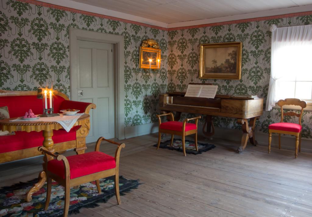 Möbelgruppen på plats i Boktryckarbostaden. Foto: Tomas Wiedersheim-Paul
