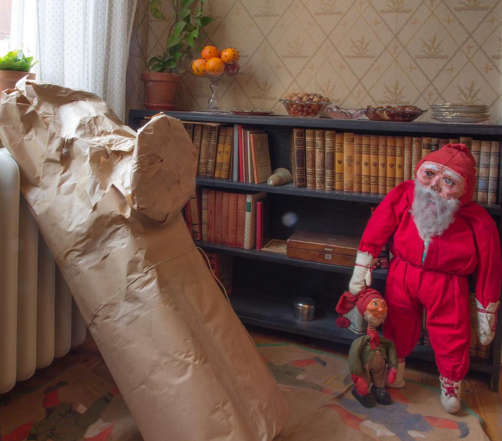 Tomten har redan kommit med inslagna presenter. Foto: Tomas Wiedersheim-Paul