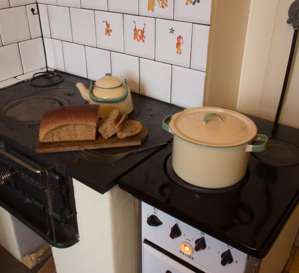 På den elektriska spisen från 1934 står dopp i grytan färdig att serveras. Foto: Tomas Wiedersheim-Paul