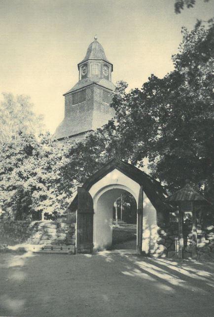 """Seglora kyrka på Skansen, fotad av O. Ekberg för boken """"Seglora Kyrka på Skansen, 1940"""". Återfinnes på sida 7."""