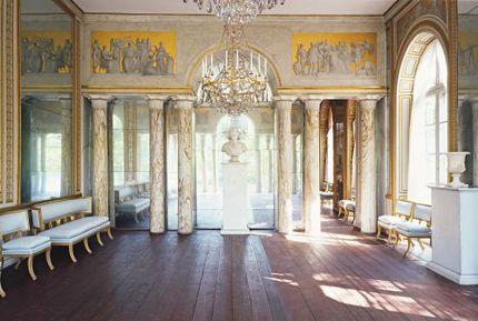"""Spegelsalongen i Gustav III:s paviljong på Haga, fotad av Jens Lindhe, 2009. Bilden är hämtad från Svensk Damtidnings hemsida, men är ursprungligen publicerad i bokserien """"De kungliga slotten""""."""
