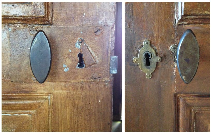 T.v. Ett av kammarlåsen vid matsalen, med vred och kläpp över nyckelhålet. T.h. Samma dörr från motsvarande sida, med nyckelskylt och vred.