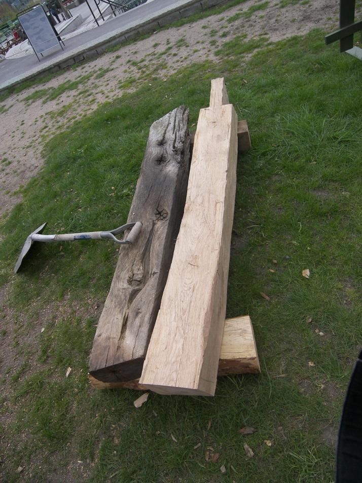 En gammal och en ny snedsträva (i vardande). Vi kopierade varje byggnadsdel så noga det gick.