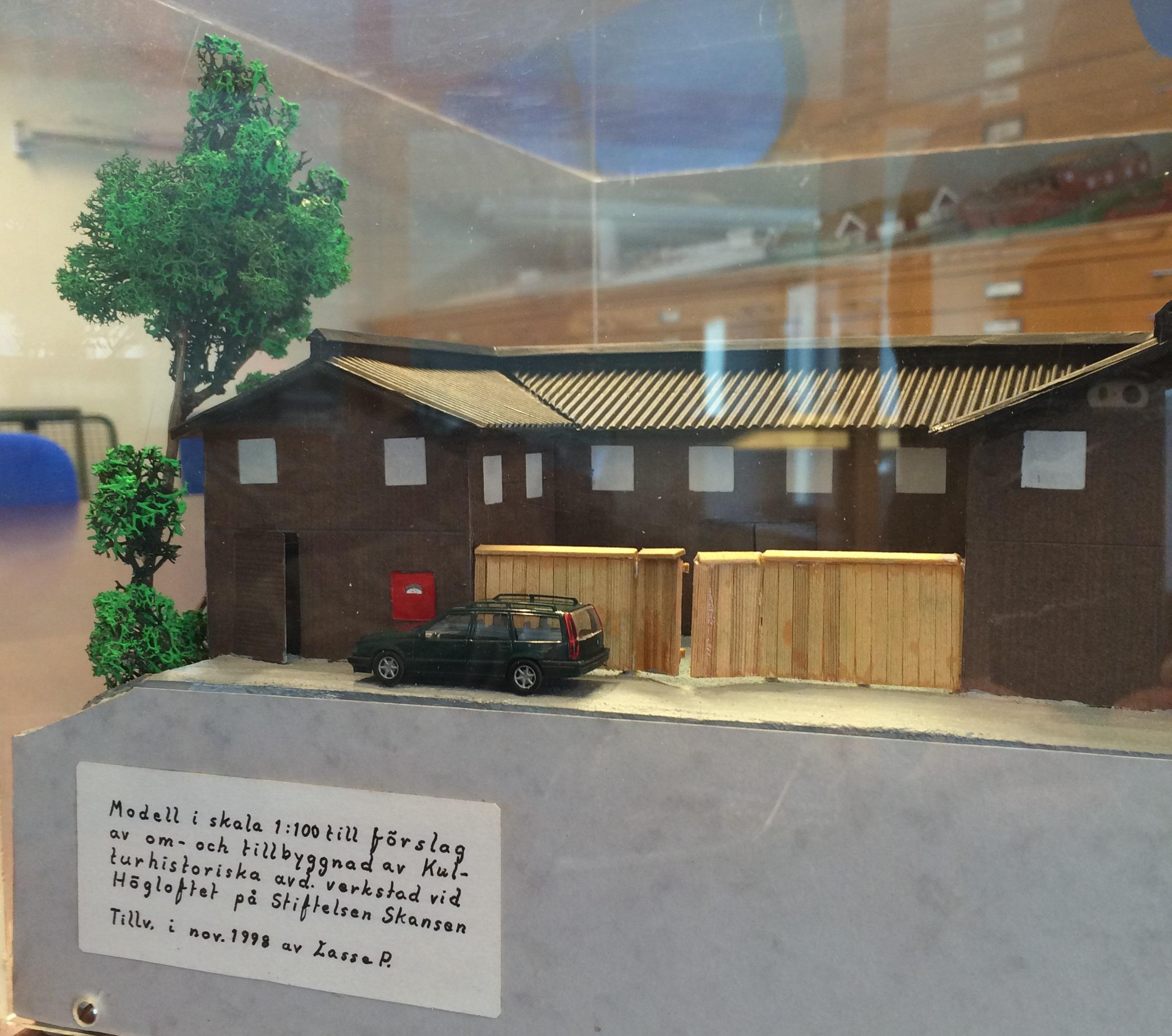 Redan 1998 gjordes ett förslag för att förbättra lokalen utifrån verksamhetens behov. Här är en modell gjord av dåvarande museitekniker Lasse P, med en extra påbyggd våning och en tillbyggnad. Så omfattande blir inte denna ombyggnation, det blir främst förändringar invändigt.