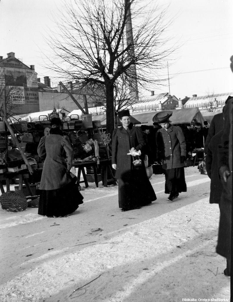 En av våra inspirationsbilder är från en marknad i Örebro 1907 Bildkälla: Örebro stadsarkiv/ Waldemar Tegner